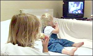 _772744_children_eat_tv300b
